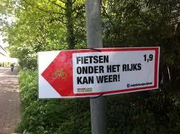 Amsterdammers worden van alle kanten aangemoedigd om door de tunnel te fietsen!