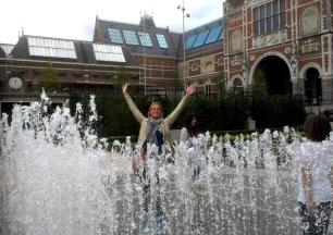 Achteraf lekker spelen in de fontein in de tuin...